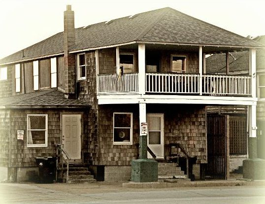 The circa 1914 Mattie Midgette Store, once home for Nellie Myrtle Pridgen, now houses the Outer Banks Beachcomber Museum and Pridgens collection of found items. Photo: Outer Banks Beachcomber Museum