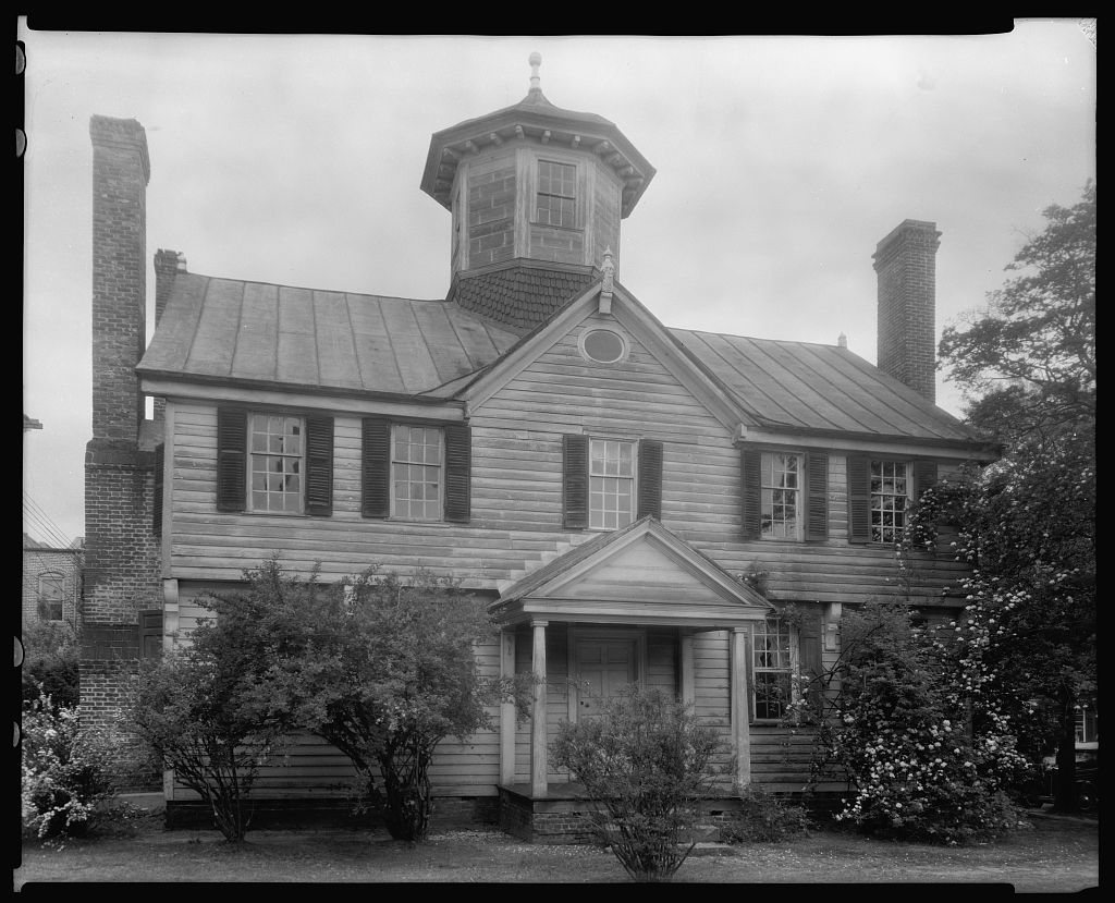 The Cupola House is shown as it appeared in 1936, prior to extensive renovations. Photo: Library of Congress